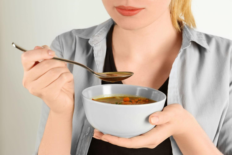 Une femme paralysée et atteinte de botulisme après avoir mangé une soupe