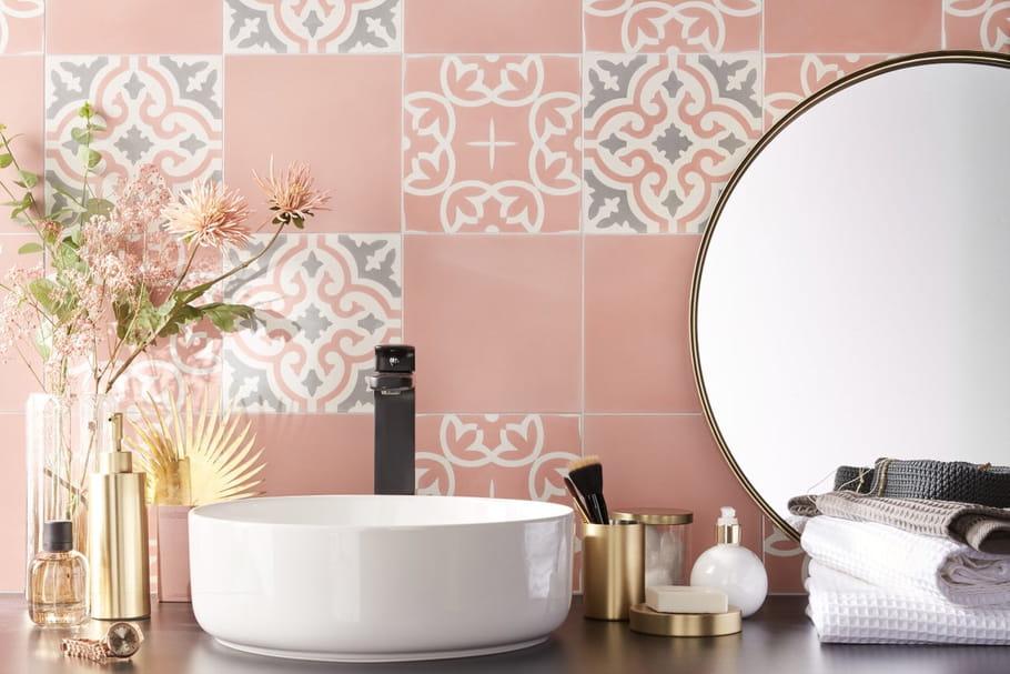 Adopter les carreaux de ciment dans la salle de bains