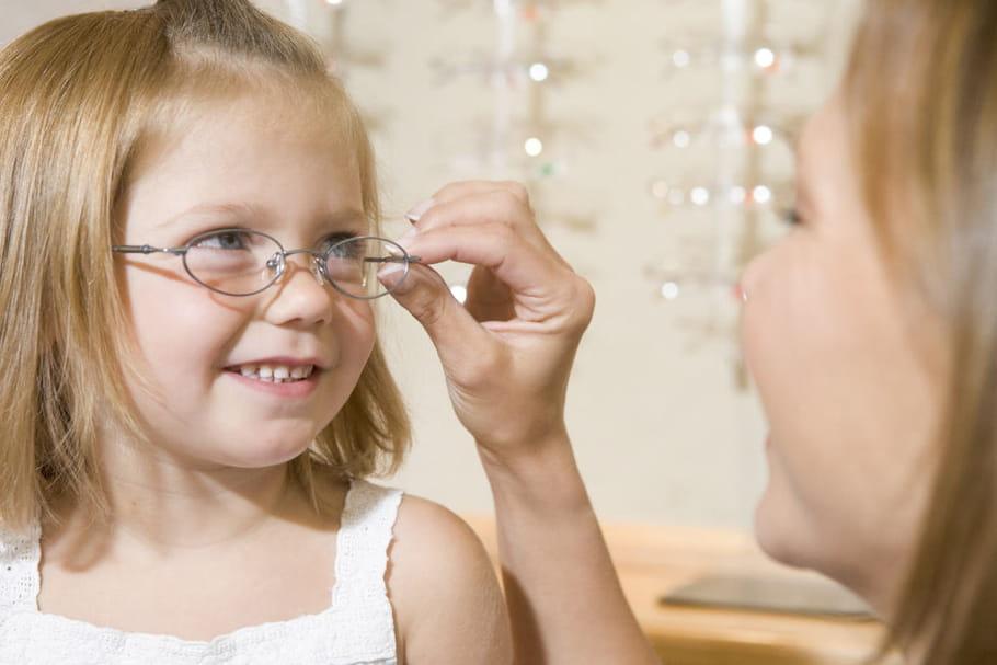Acheter ses lunettes sans ordonnance, c'est pour bientôt : les ophtalmos s'alarment