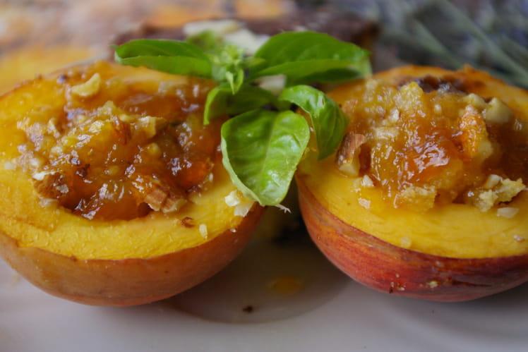 Pêches jaunes rôties aux amandes et abricots
