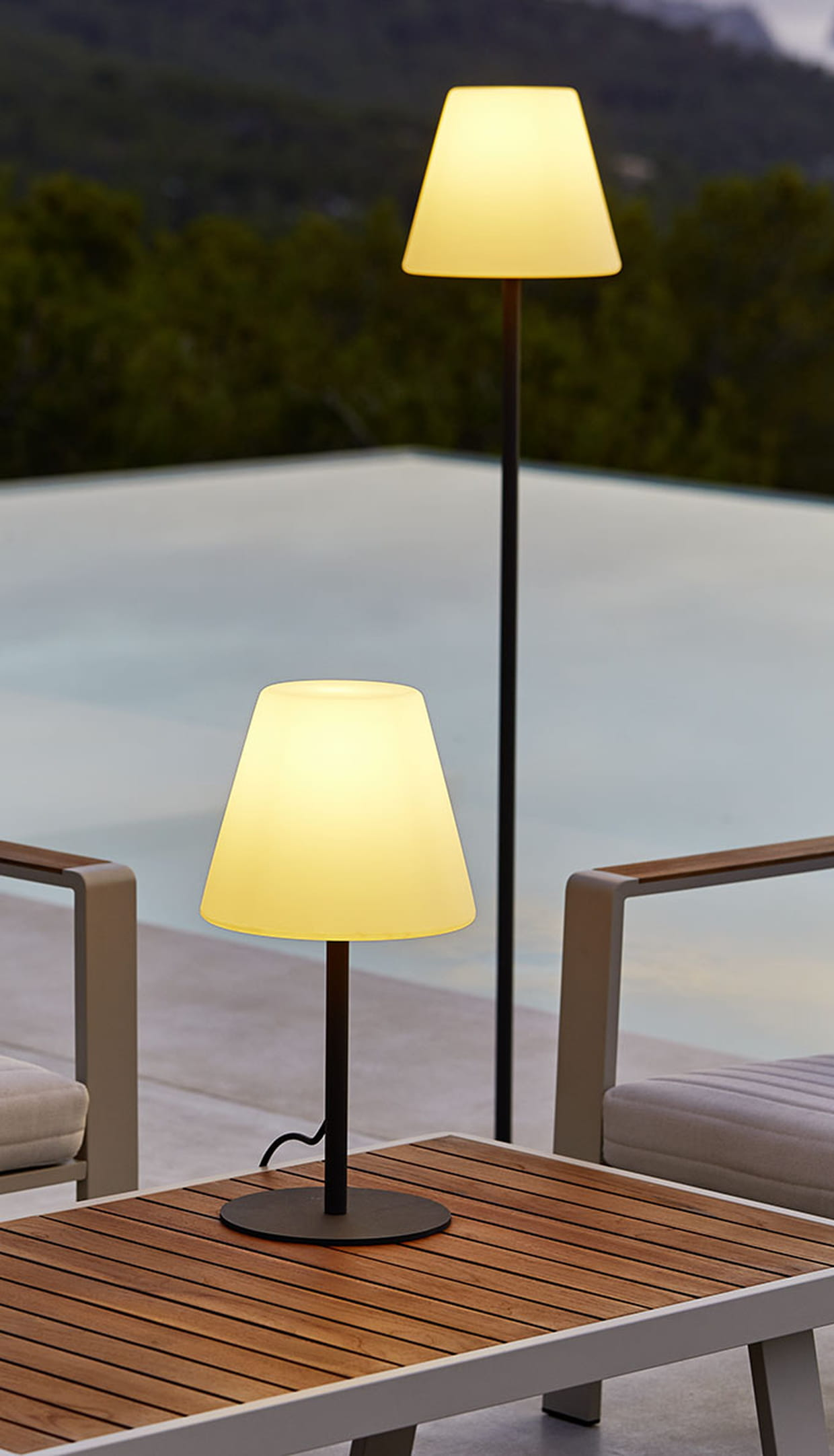 Lampadaire et lampe de table de carrefour for Table exterieur carrefour