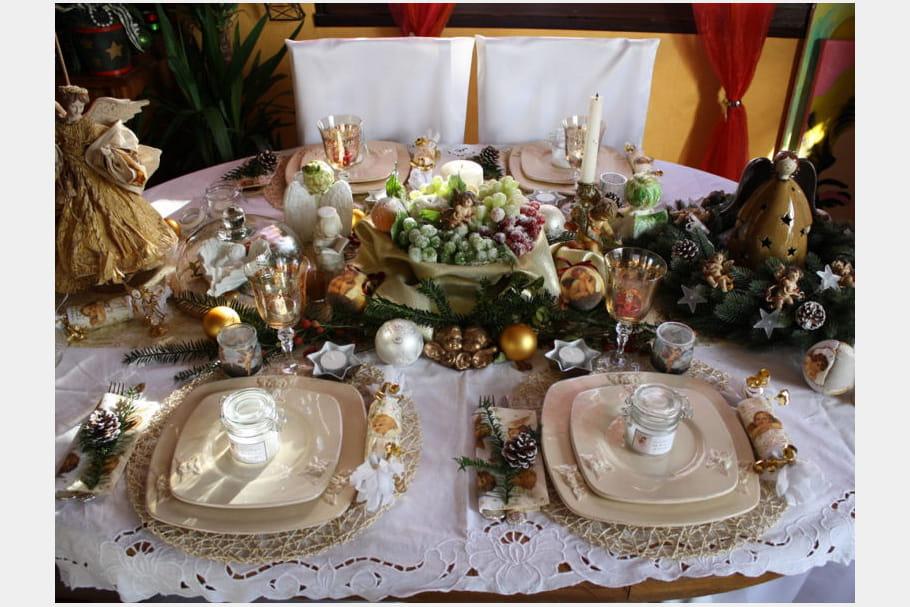 Table de Noël dorée