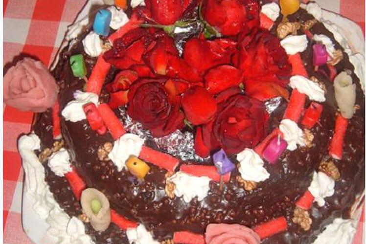 Gâteau d'anniversaire au chocolat noir et noix