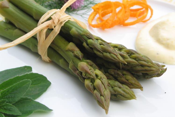 Bouquet d'asperges vertes, mousse à l'orange