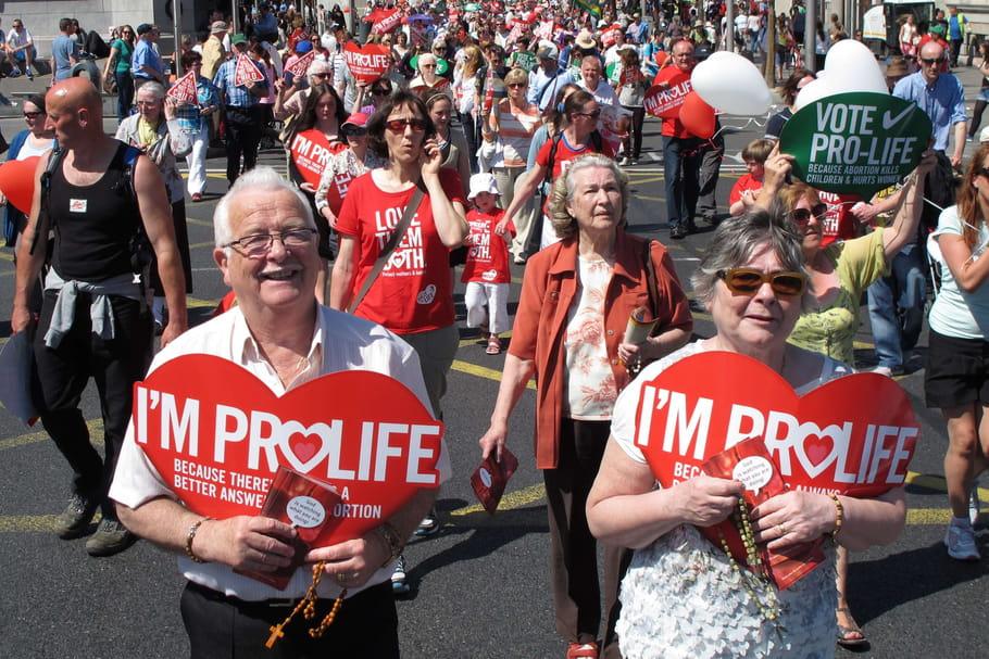 Avortement: l'Irlande propose un référendum pour le légaliser