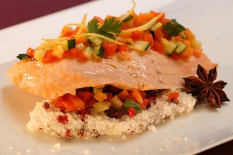 Filet de saumon de Norvège en croûte de sel anisé, légumes au citron confit