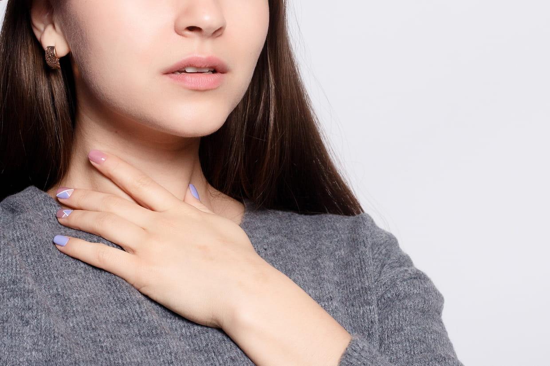 Pharyngite : comment la soigner, que faire en cas de mal de ...