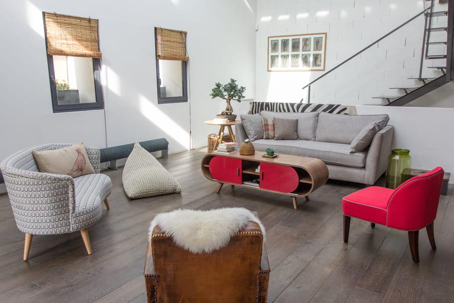 un salon en quinconce. Black Bedroom Furniture Sets. Home Design Ideas