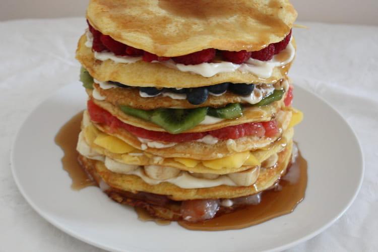 Gâteau de pancakes aux fruits