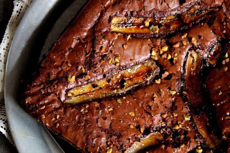 Gâteau Yummy aux deux chocolats, banane et éclats de pistaches