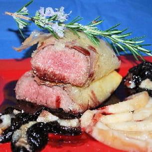agneau croustillant sauce au porto, pruneaux et poire