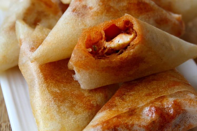 Samoussas épicés au poulet et poivron rouge