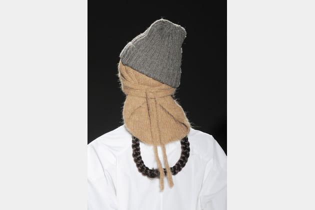 Le bavoir à bonnet en laine du défilé A Detacher