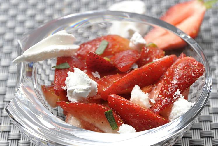 Salade de fraises, estragon et meringue