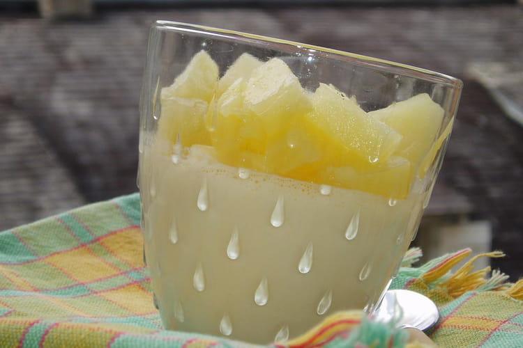 Panna cotta à la noix de coco et à l'ananas