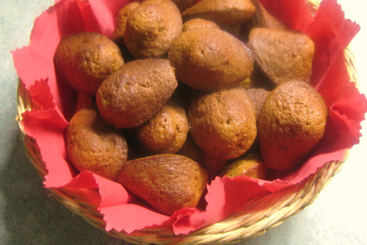 Madeleines à la chicorée et aux noix