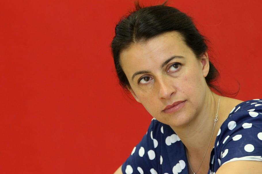 """Cécile Duflot combat le sexisme avec """"l'opération robe"""""""