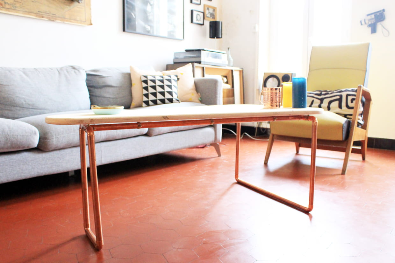 fabriquer une table basse en bois et cuivre