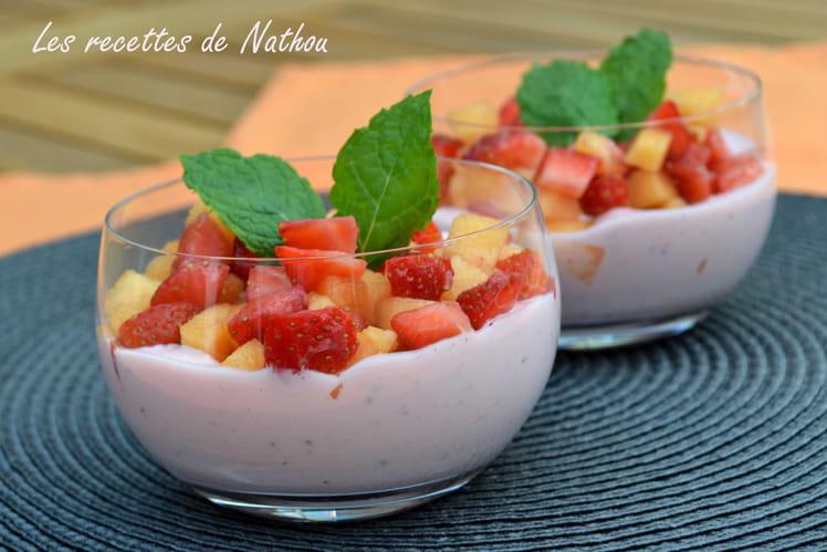 Salade de fraises et melon, yaourt grec fraises et menthe