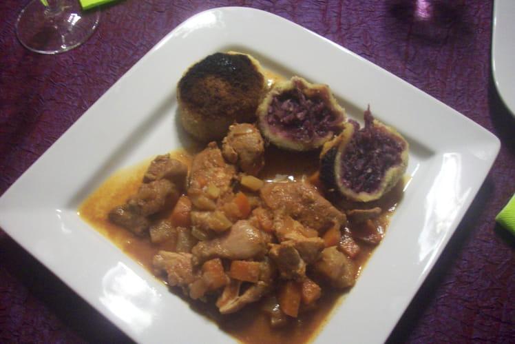 Goulasch au four et boulettes de chou rouge