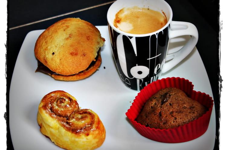 Café gourmand aux palmiers, whoopie pies et fondants