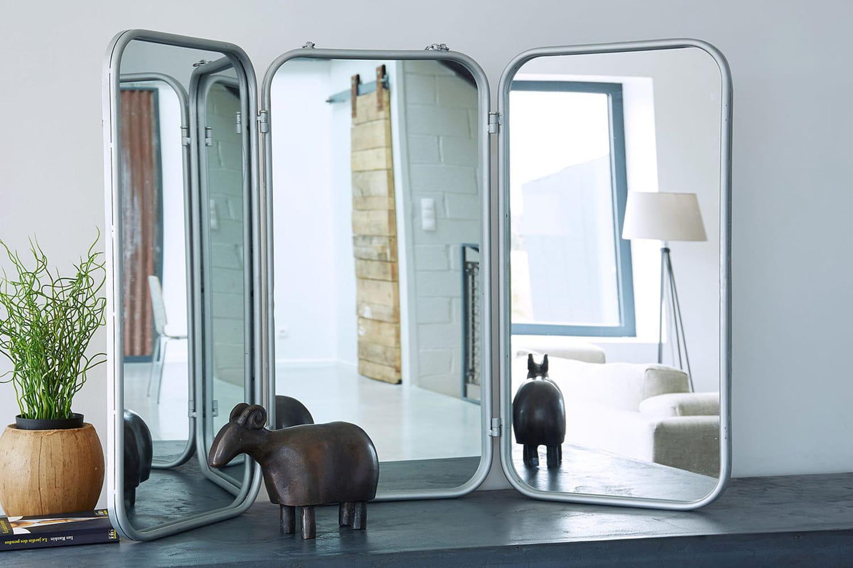 Miroir de barbier triptyque: l'accessoire vintage de salle de bains