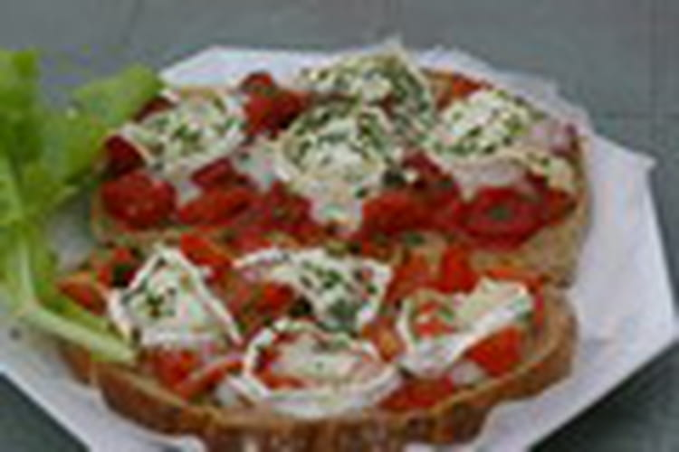 Tartines aux tomates et fromage de chèvre