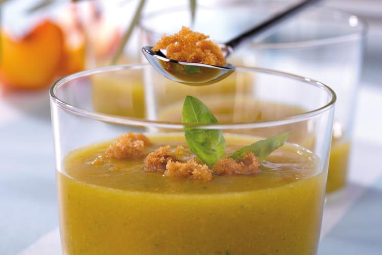 Gaspacho de nectarines au pain d'épice et au basilic