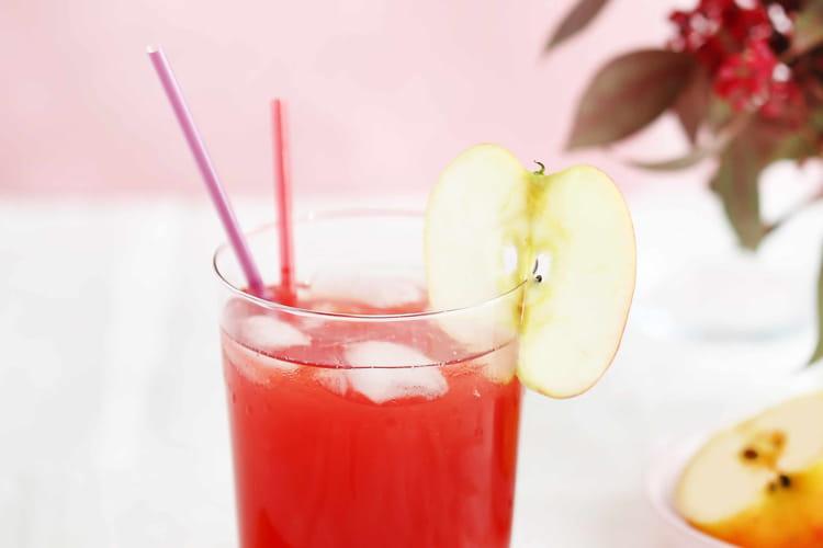Cocktail spicy apple au Calvados, Amaretto, cranberry et pomme