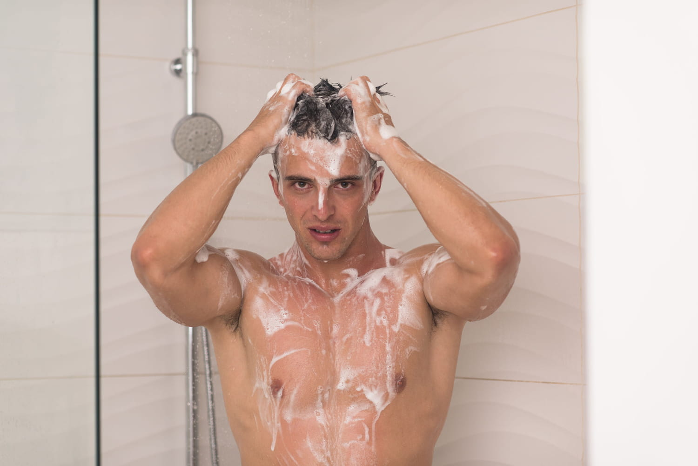 Toilette intime pour homme: quel savon, comment faire?