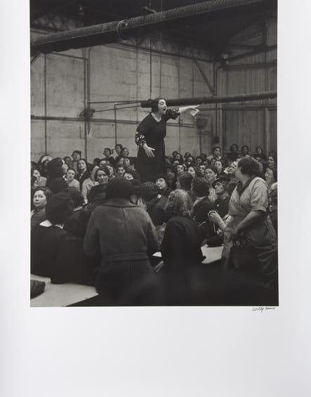 La syndicaliste Rose Zehner pendant les grèves chez Citroën - Paris, 1938