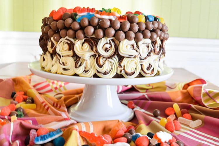 Layer cake géant aux trois chocolats