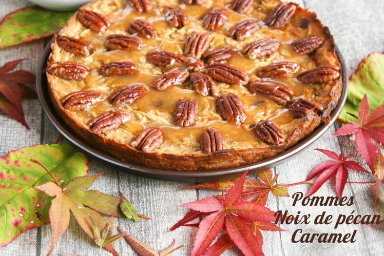 Gâteau aux pommes, noix de pécan et caramel