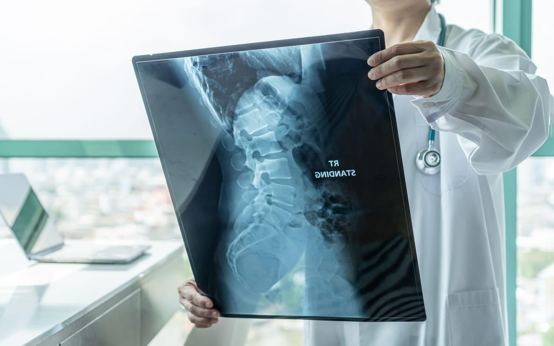 Spina bifida: symptômes, échographie, traitements