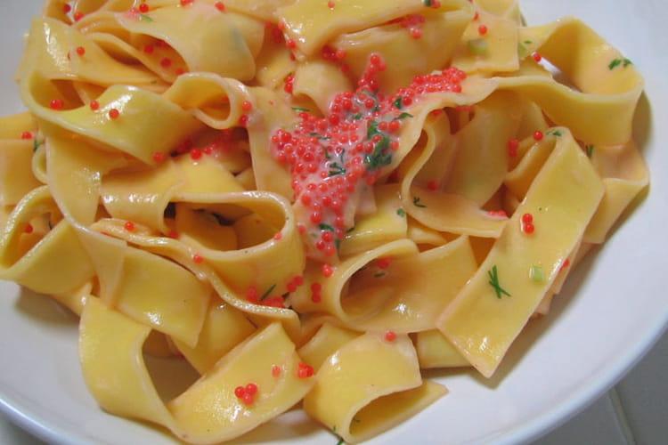 Papardelles en sauce rose aux oeufs de lump