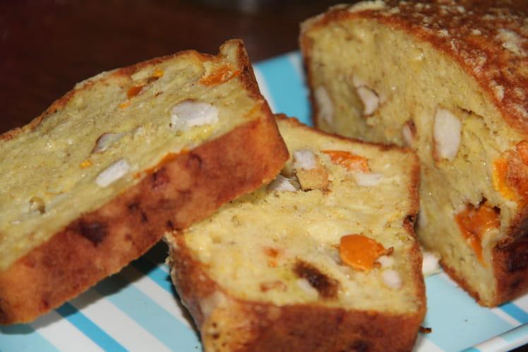 Cake aux épices, poulet, tomates et mozzarella