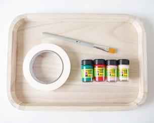 matériel nécessaire à la customisation d'un plateau en bois