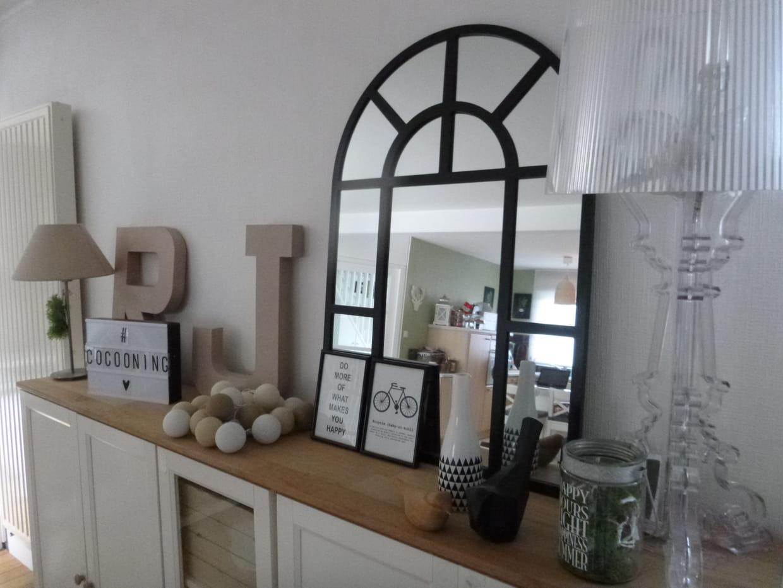 d tails sur le buffet. Black Bedroom Furniture Sets. Home Design Ideas
