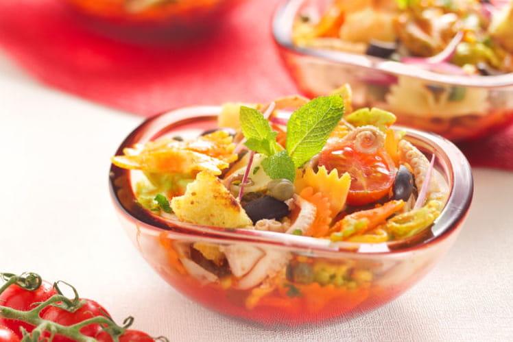 Salade de Farfalle Tricolore Barilla au poulpe, sauce aux poivrons
