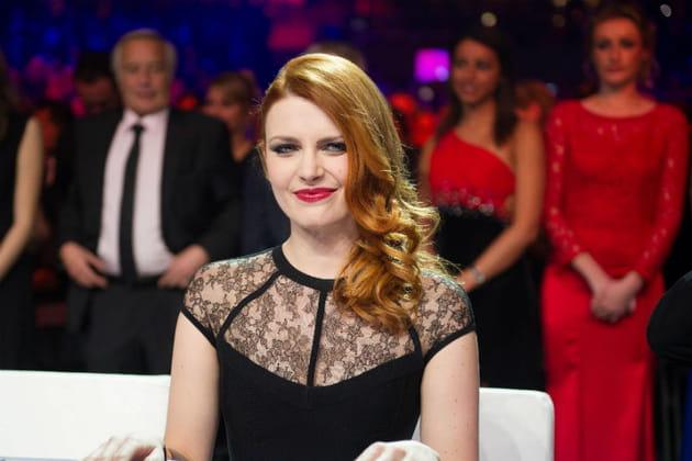 Elodie Frégé, ravissante jurée