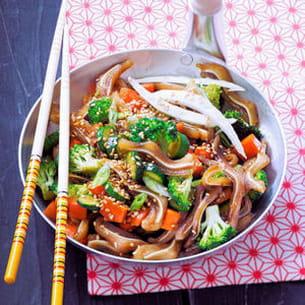 wok d'oreilles de porc aux légumes croquants
