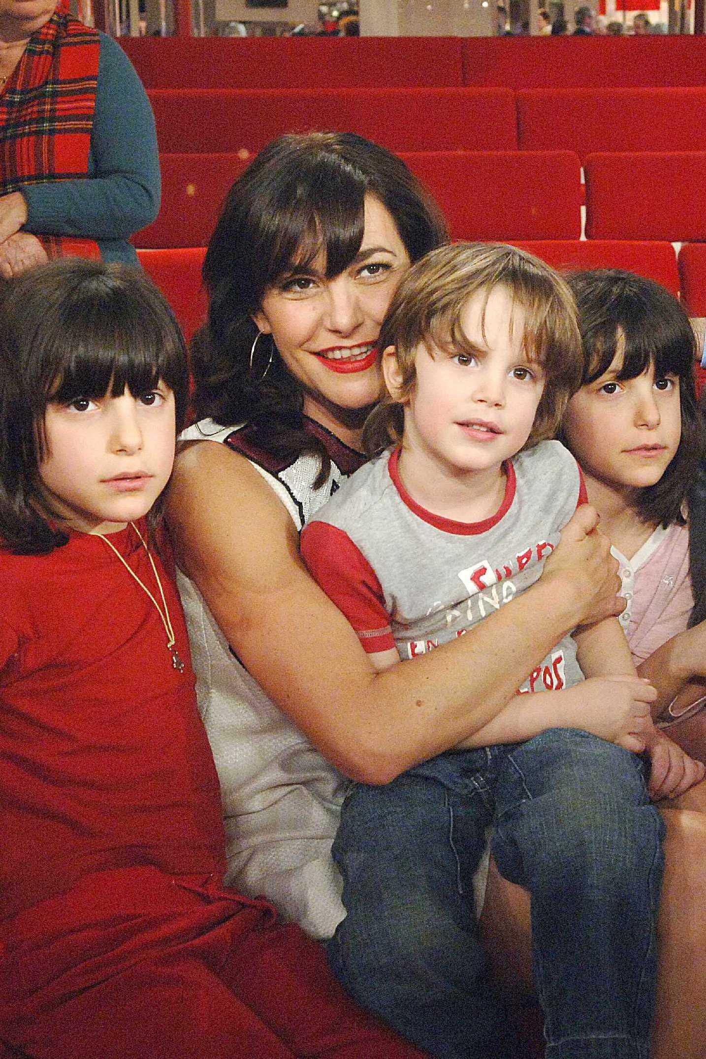 Esmeralda Fille De Lio lio, maman de 6 enfants