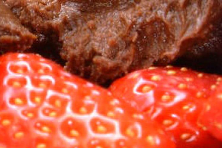 Quenelles de chocolat et fraises