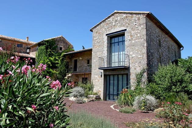 Une maison en pierre moderne