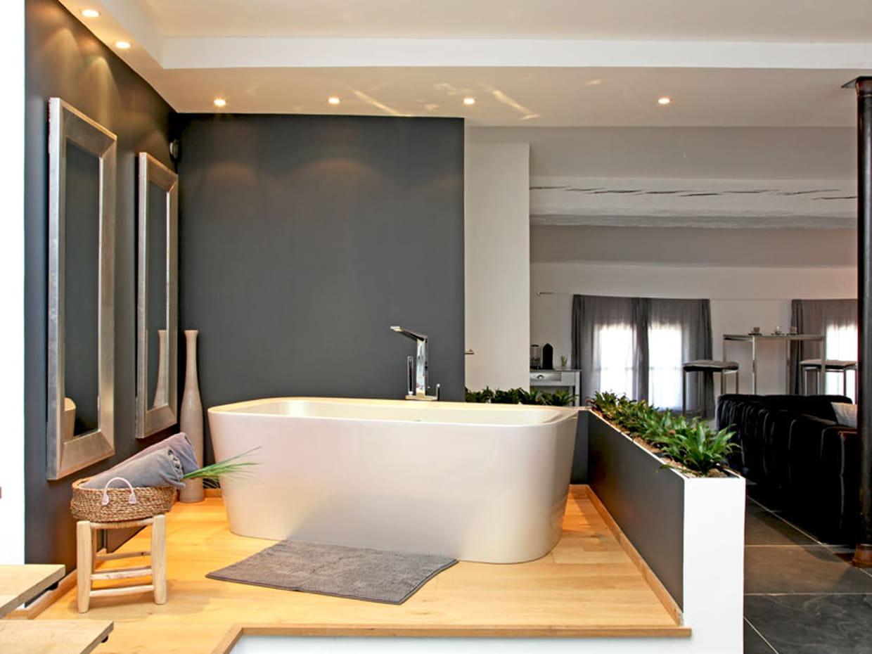 Baignoire lot dans la salle de bains for Baignoire ilot dans petite salle de bain
