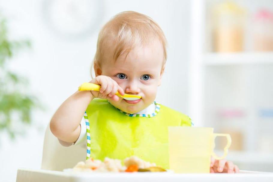 Vaisselle bébé: les indispensables pour les repas