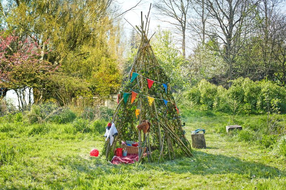 diy un tipi de jardin pour les tout petits. Black Bedroom Furniture Sets. Home Design Ideas