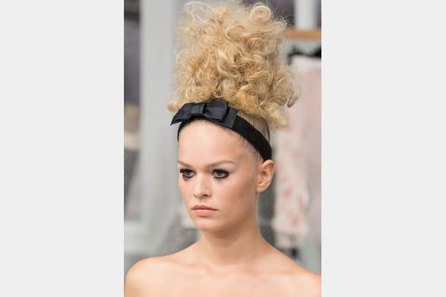 Le headband à nœud du défilé Chanel