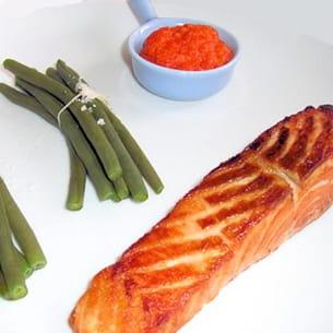 saumon à l'unilatérale et sa sauce aux poivrons