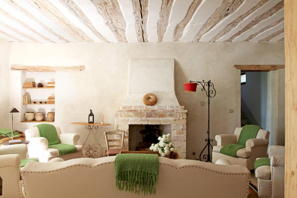 Un salon dans des teintes sablées